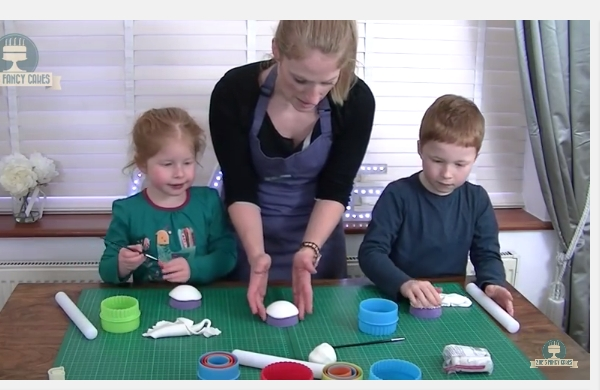 Mothers day cake decorating with kids - YouTube