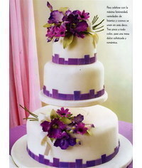 photo  Wedding cake with Lisianthus and Cosmo flowers Weddinc cake with Lisianthus and Cosmo flowers
