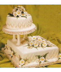 photo  Wedding cake with daisies,sweet peas and fern Wedding cake with Daisies, Sweet peas