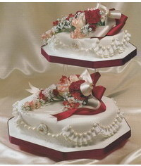 photo Wedding cake decorated with flowers and ruches