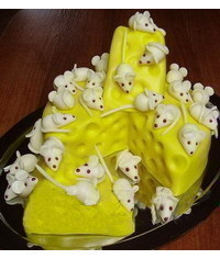 photo   Cheese cake with mice