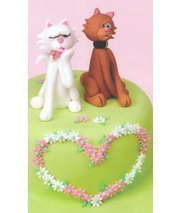 photo Wedding cake with sugar cats
