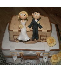 photo  Suitcase wedding cake