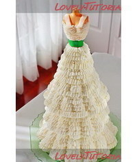 photo  How to Make a Mannequin Cake with buttercream ruffles