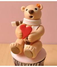 photo  Teddy Bear with Red Heart cupcake DIY