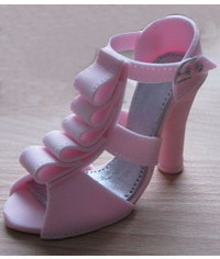 photo Gumpaste Ruffled High Heel Cake Topper Tutorial