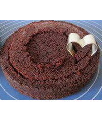 photo  MK how to cut out a heart in the middle of the cake