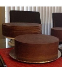 photo  How to ganache your cake for fondant sharp edges