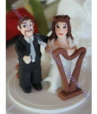 photo Wedding couple with Harp cake topper DIY