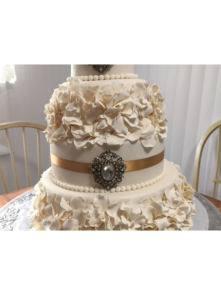 4 tier wedding cake. Fondant and gumpaste