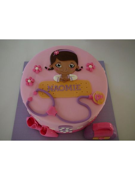 A Doc McStuffins (Docteur peluche) from Disney cake for Naomie who loves her. Vanilla cake with buttercream frosting and strawberry jam filling covered with fondant. All decorations are fondant.