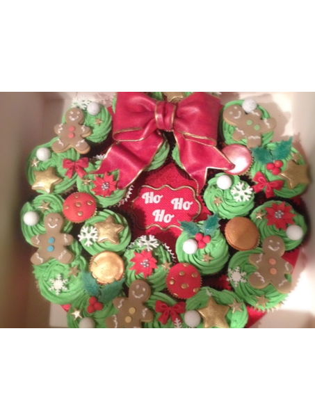 I made this wreath for one of the mums at the school gates who`s ALWAYS raising money for different charities this time it was for st Catherine`s hospice, they were trifle flavour and I cant believe how long all the little toppers took!!