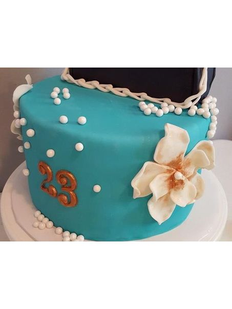 This is one of my most favorite cakes! I love the colors!