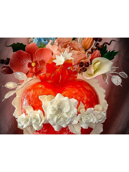 A very special wedding cake for 6 young maids entering religious life, and two more making their first vows. Designed to honor the Immaculate Heart of Mary. Covered and decorated with fondant. Handmade flowers in fondant as well. Flames in pulled sugar. Heart in pastillage.