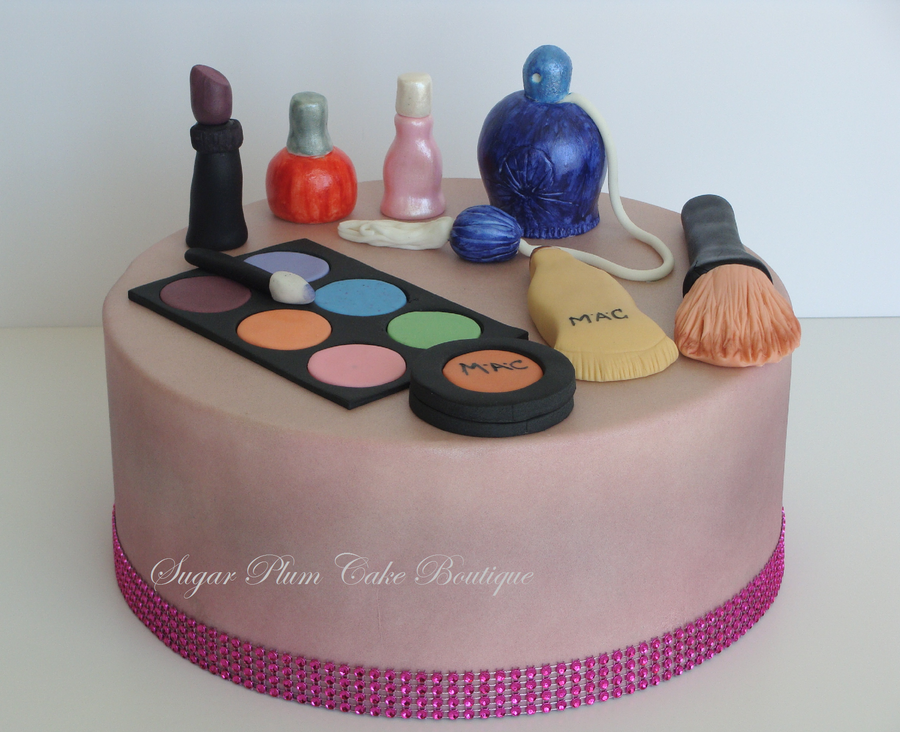 фото Edible jewelry and decors for cakes.